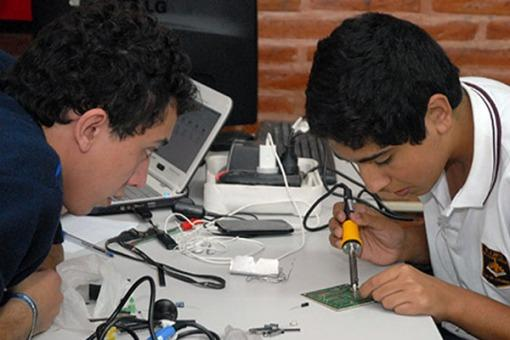 Tucumán: alumnos de escuelas técnicas diseñan un robot