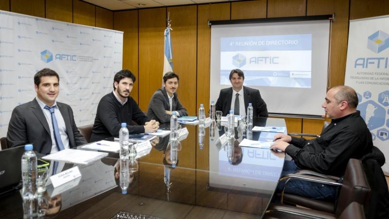 """El Gobierno advirtió que Nextel """"podría sufrir la caducidad de su licencia para operar"""" si avanza con la venta al Grupo Clarín"""