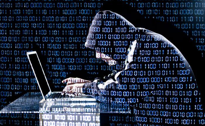 Francia en emergencia: proyecto de ley permite bloquear sitios web y redes