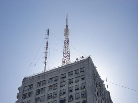Analizan ceder terrazas de edificios públicos para colocar antenas