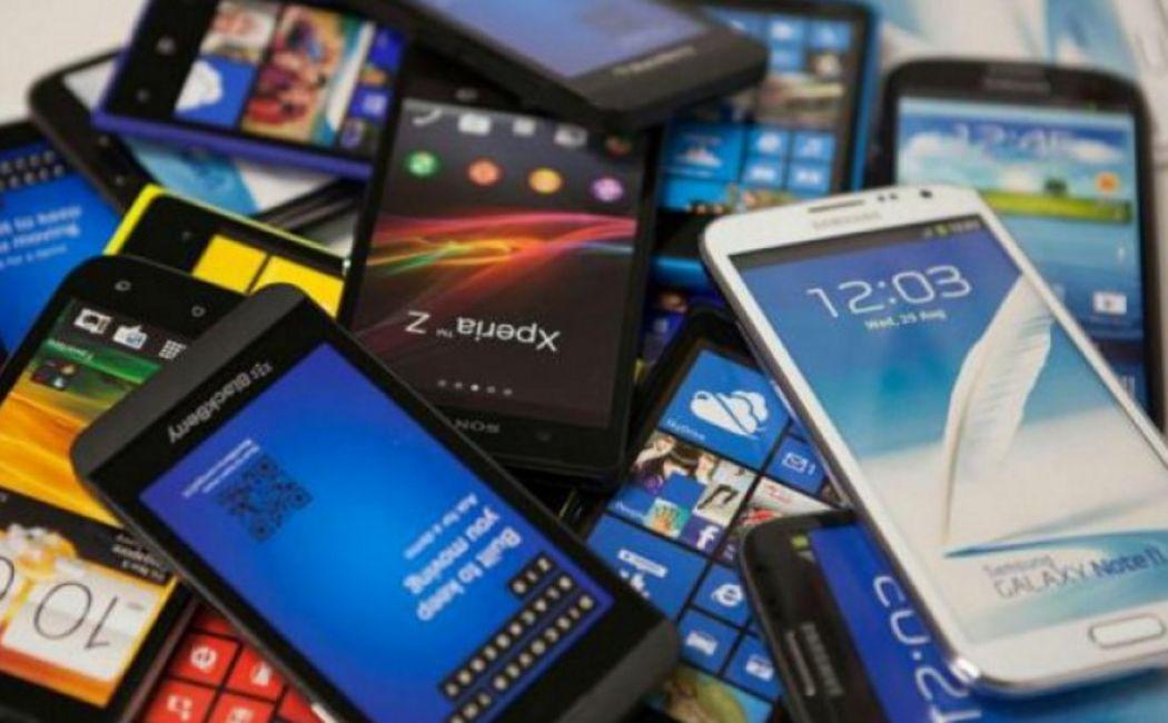 Aguad anunció un plan canje de celulares y fue criticado por especialistas