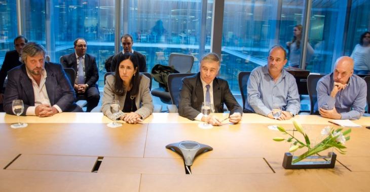 El gobierno y las telefonicas firman acuerdo para instalar antenas en luminarias