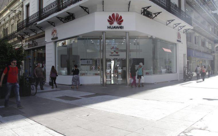 Huawei venderá smartphones a 1 peso en la calle Florida