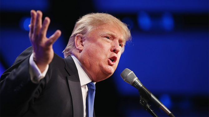 Trump dice que Google favorece a Hillary Clinton