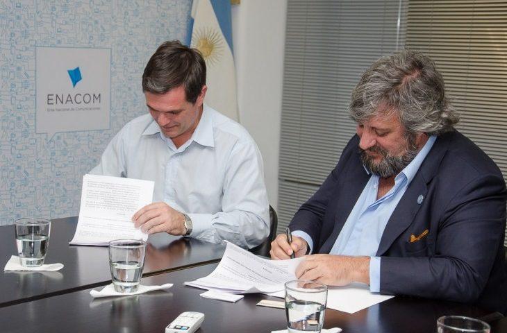 Funes y Las Rosas firman convenio con ENACOM por comunicaciones