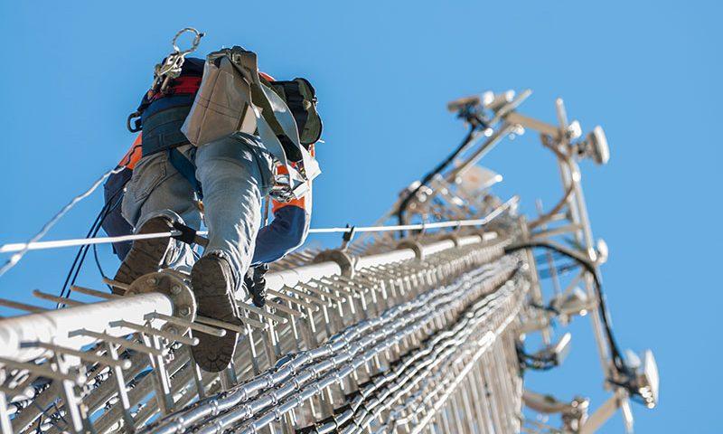 Según Enacom, las telcos aumentaron los precios a los usuarios y bajaron la inversión en redes