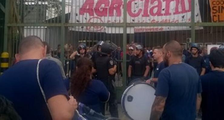 Clarín despide a 380 empleados en su imprenta de Pompeya