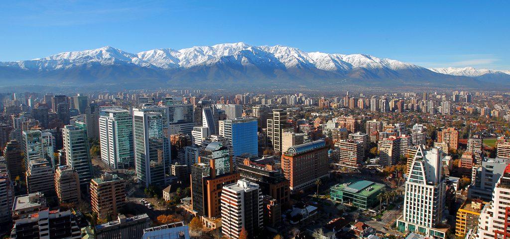 Por precios más convenientes, argentinos compran celulares en Chile