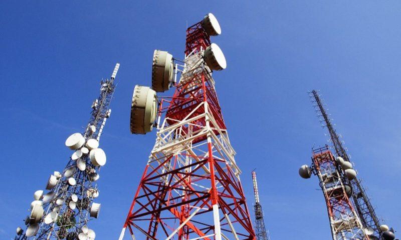 El gobierno otorgará sin licitación espectro radioeléctrico a las telefónicas