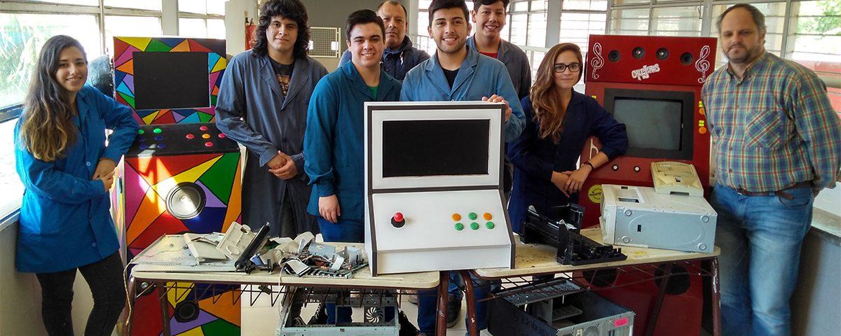 Estudiantes de Berazategui reciclan computadoras para desarrollar proyectos solidarios