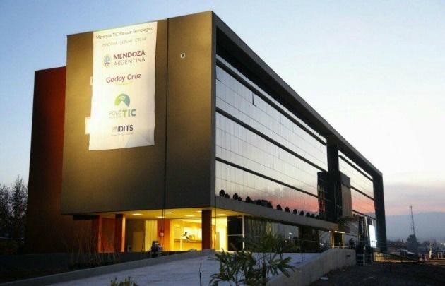 Mendoza inauguró un parque tecnológico para el desarrollo de software, hardware y telecomunicaciones